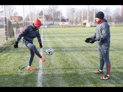 Озбилиз работает с мячом